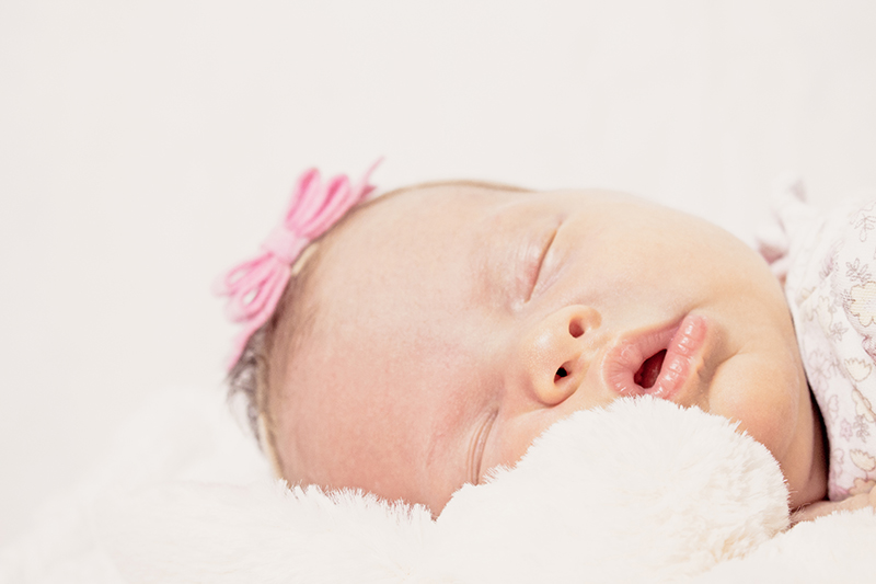 Close up on the ace of the 2 week old baby girl.