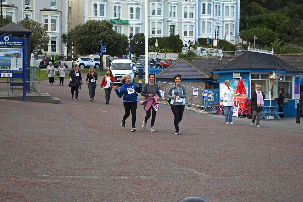 3/4 way through the run and they are all still smiling!
